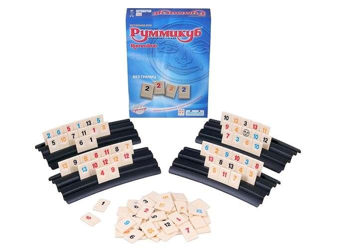 Коробка и компоненты настольной игры Руммикуб. Без границ (мини)