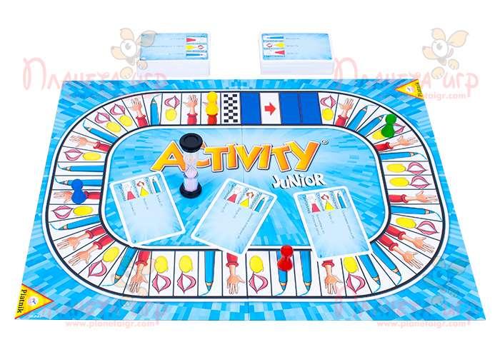 Настольная игра Активити для детей в процессе игры